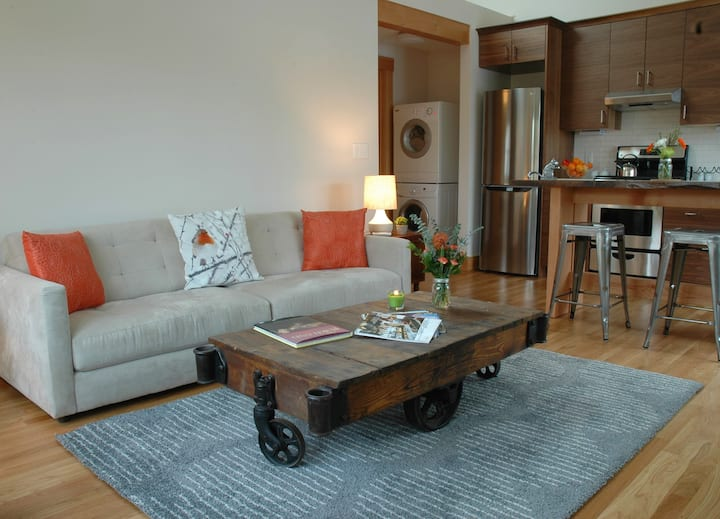 Charming Sellwood Apartment