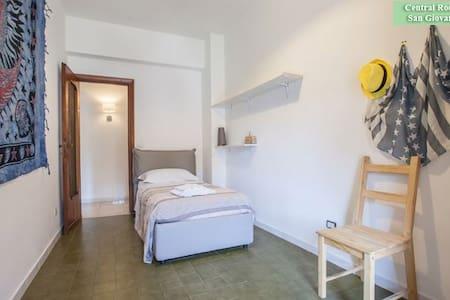 Singola accogliente, luminosa S.Giovanni free wifi - Roma - Apartment