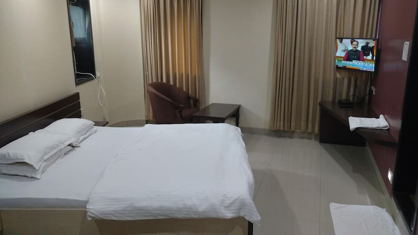 Spacious Double Bed & breakfast, Pals Hotel, Parel