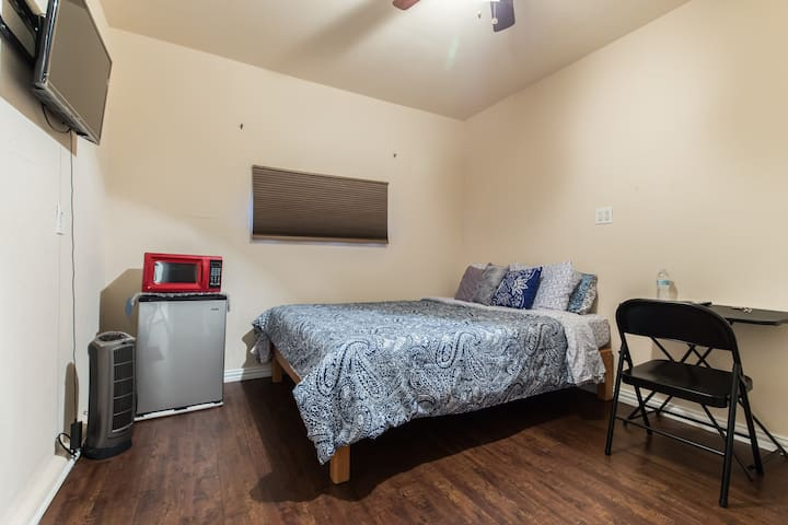 Private Entry *  Bed and Bath Across UT Dallas
