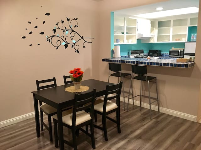 Cozy 1 bedroom close to Disney for up to 4 people - Anaheim - Apartment