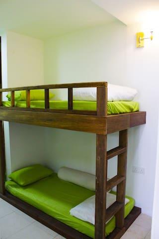 原木系清新家庭房 -上下小孩单人床