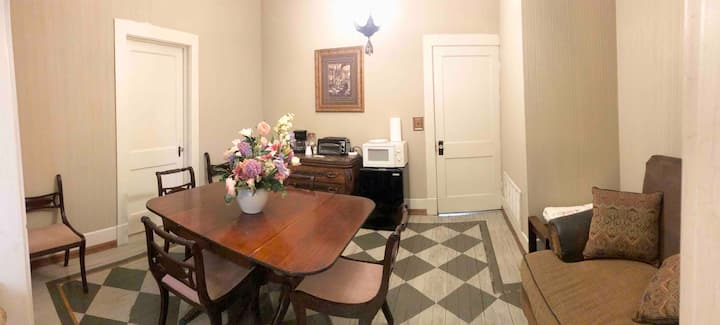 Cozy 4 room studio with private front entrance