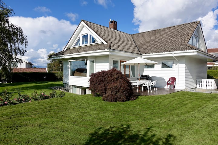 Large house with Garden in quiet naborhood