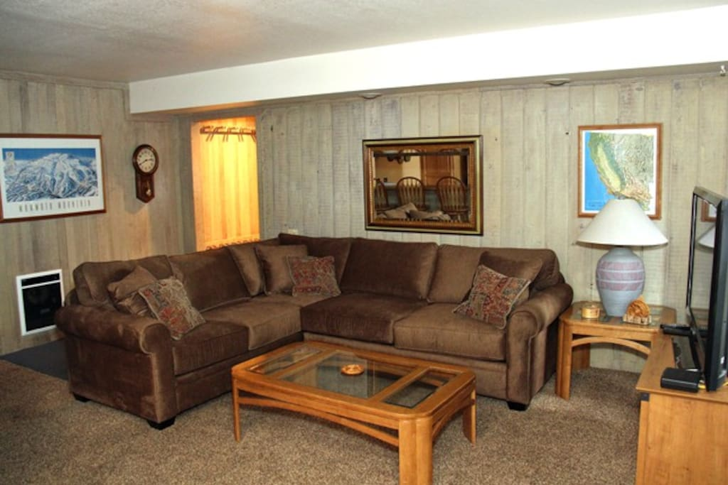 Mammoth Lakes Rental Sunshine Village 165 - Cozy Living Room with a Queen Sofa Sleeper