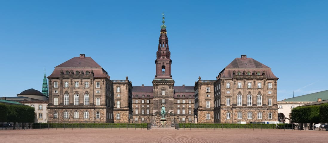 Christiansborg 5 minute walking distance
