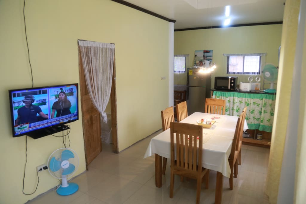 Spacious dining with 6seater table