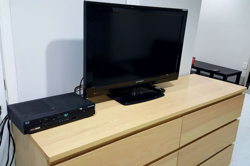 6 drawer dresser, Flat screen with HD box.