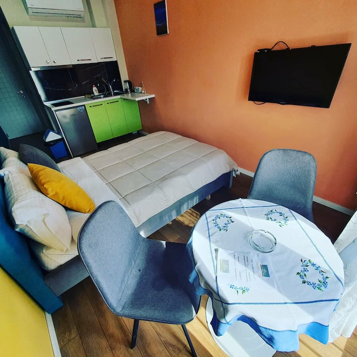 Single room with kitchen for daily Rental .