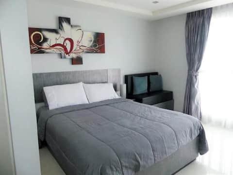novana  residence  交通便利的有无线网络桑拿房洗衣房健身房泳池的大床房