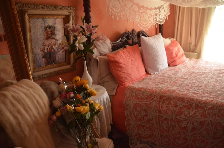 A Romantic Fantasy in the heart of downtown