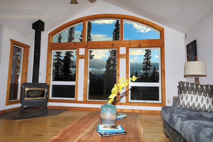 3 Bedroom Home w/ Amazing Views 11 mi from Denali!