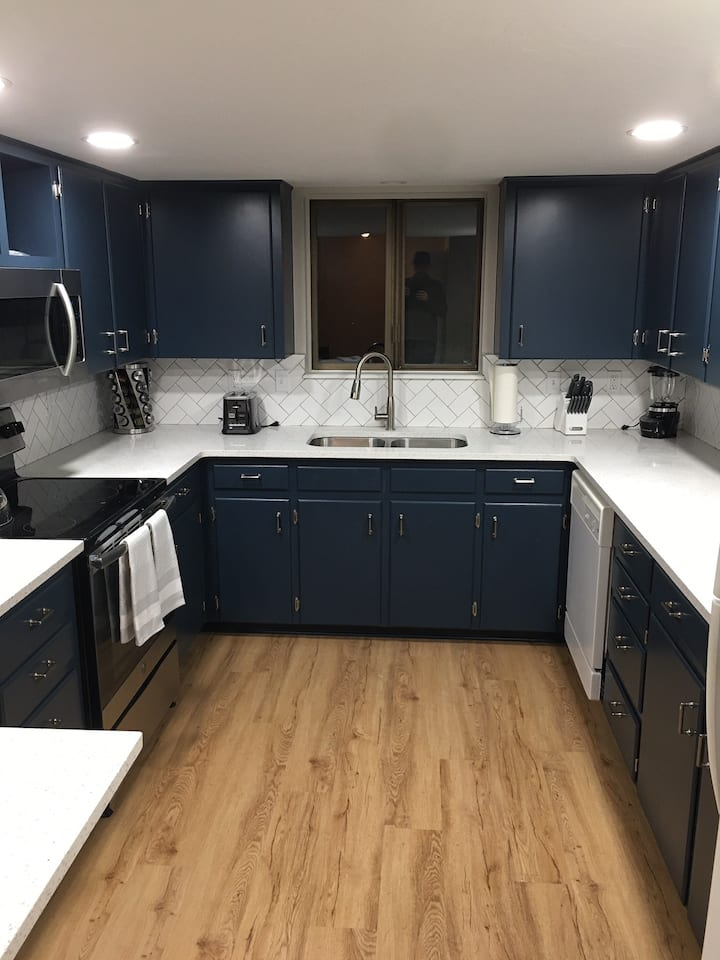 Clean, Recently Remodeled (Perfect 4 Long Stays)