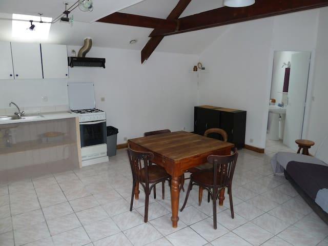 Petite maison au calme - La Ville-és-Nonais - Rumah
