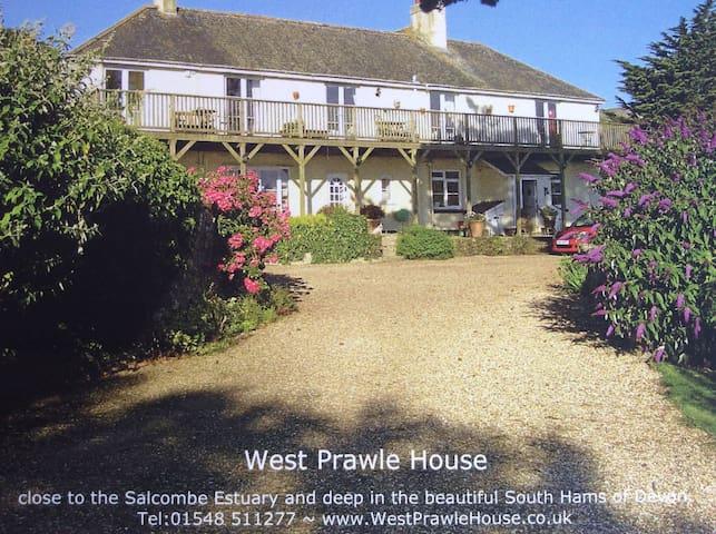 Devon Farmhouse Family Suite - West Prawle - Bed & Breakfast