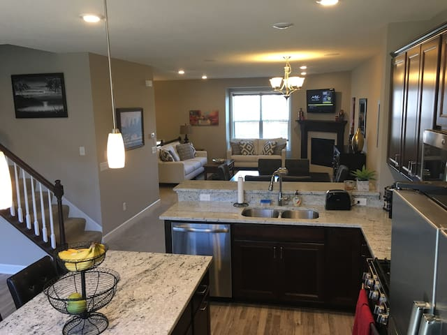Luxurious Townhome for Super Bowl 2018 - Brooklyn Park - Townhouse