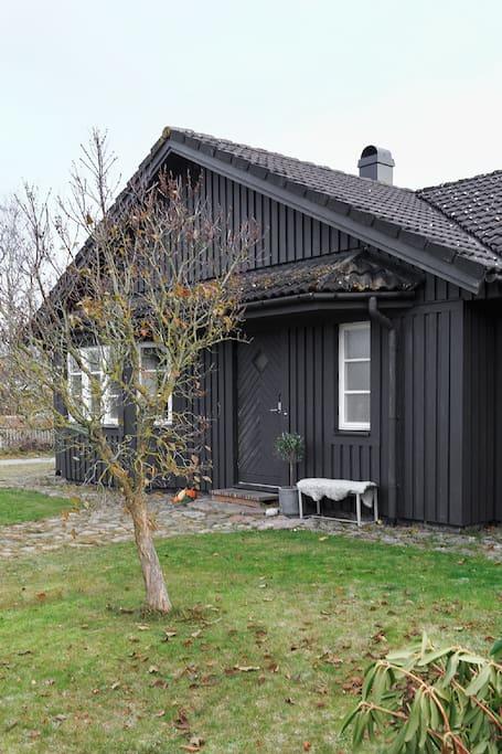 Framsidan av huset/ Entrance