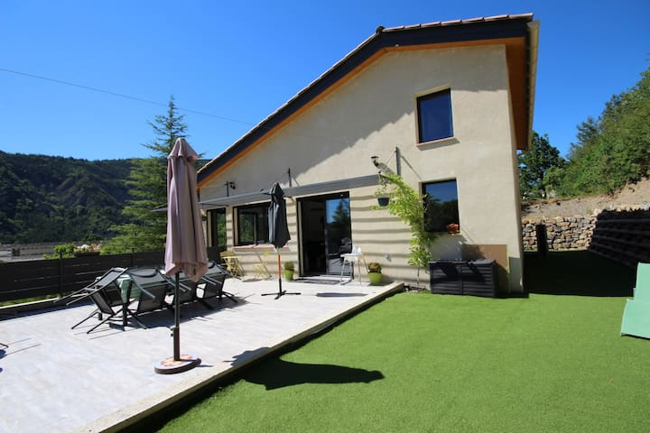 Superbe villa proche de toutes commodités - Digne - Vila
