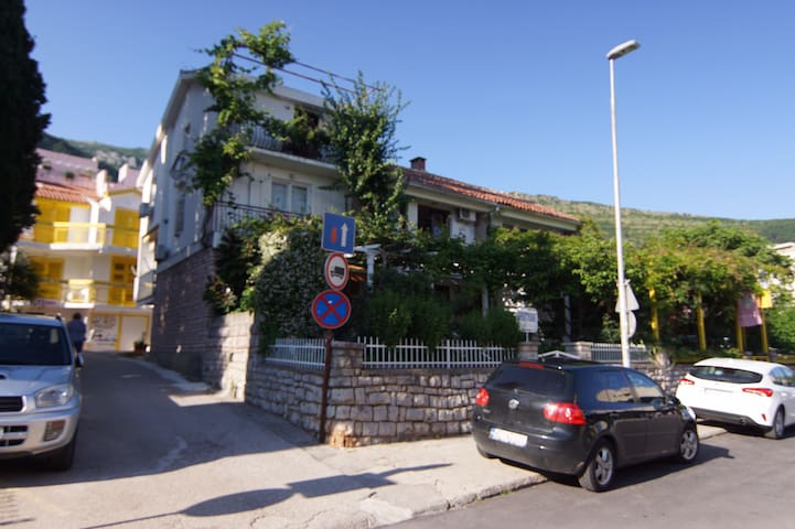 Golis House