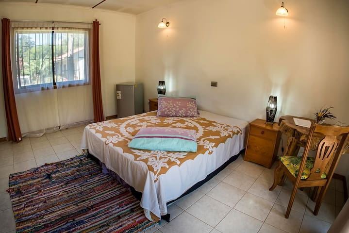 KAHINA LODGE BNB OATEA ROOM GOOD LOCATION