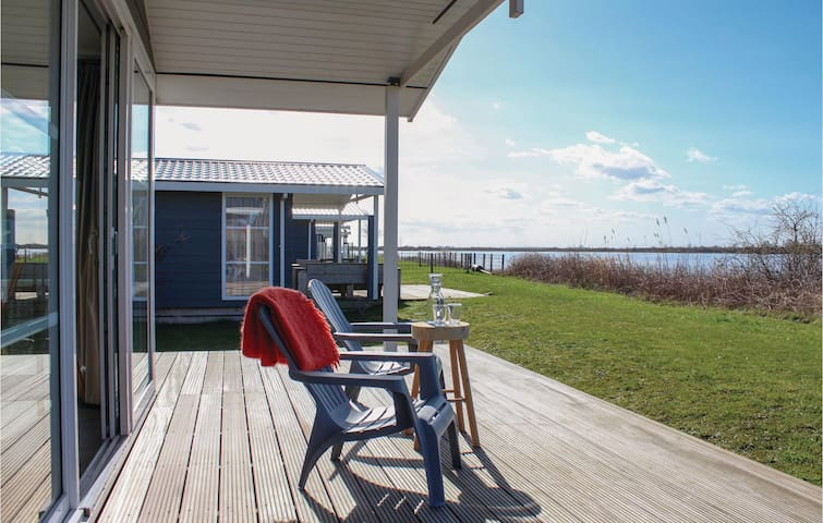 Holiday cottage with 2 bedrooms on 50m² in Lauwersoog