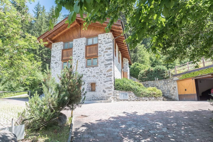 """Holiday apartment """"Maso Noce"""" (CIPAT number: 022114-AT-061766) with mountain view and close to the ski lifts; Pets allowed at extra charge"""