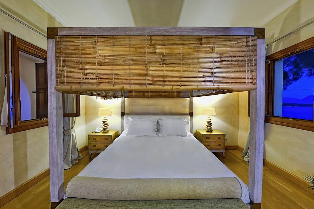 Alexander - Bedroom