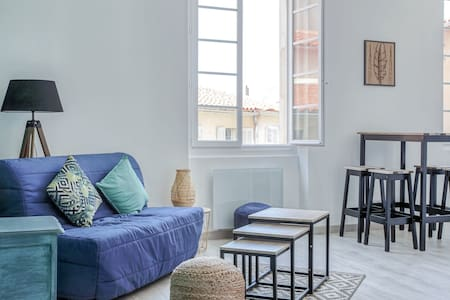 BRIGHT APARTMENT - NEAR OLD PORT