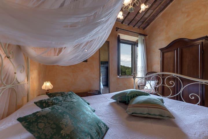 Historic Estate near Siena with swimmingpool