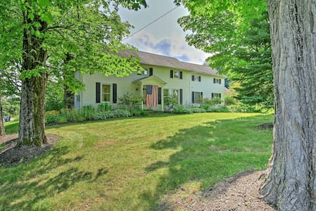 Saratoga Springs Home on 3 Acres -2mi to Racetrack