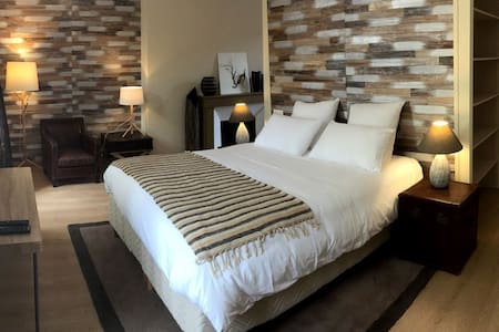 Grande chambre avec salon privé proche Bernay
