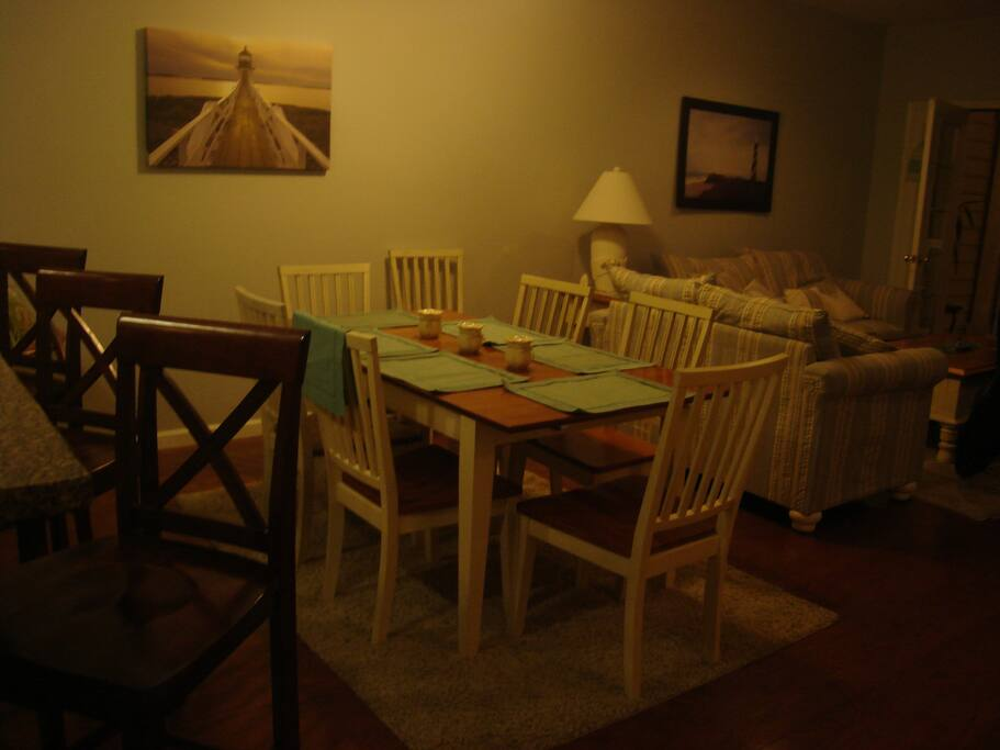 Dining area that can seat 10 at one time.