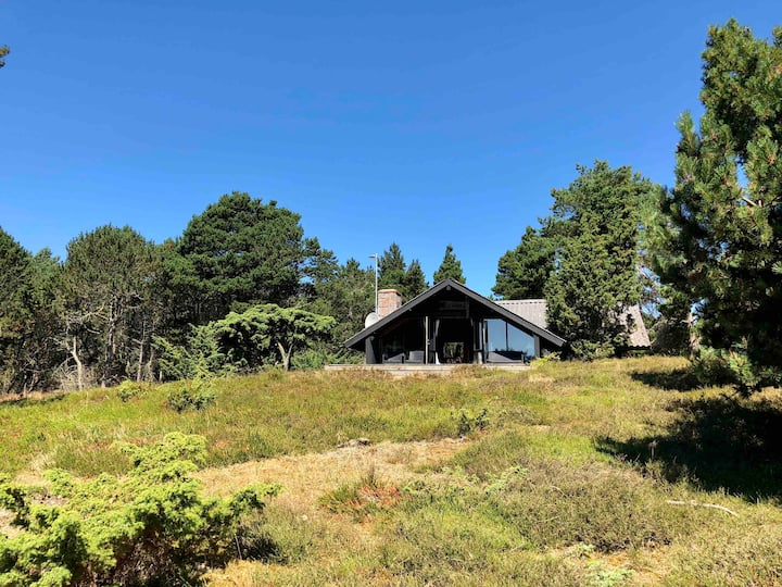 Idyllisk sommerhus på enestående naturgrund