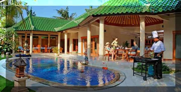 Massive 4 Bedrm. Villa 8 min walk to  Sanur Beach