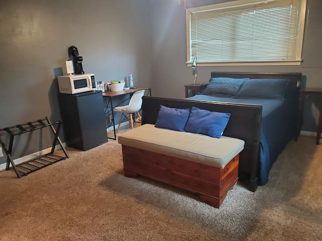 Beautiful Private Room with 55 in Smart TV