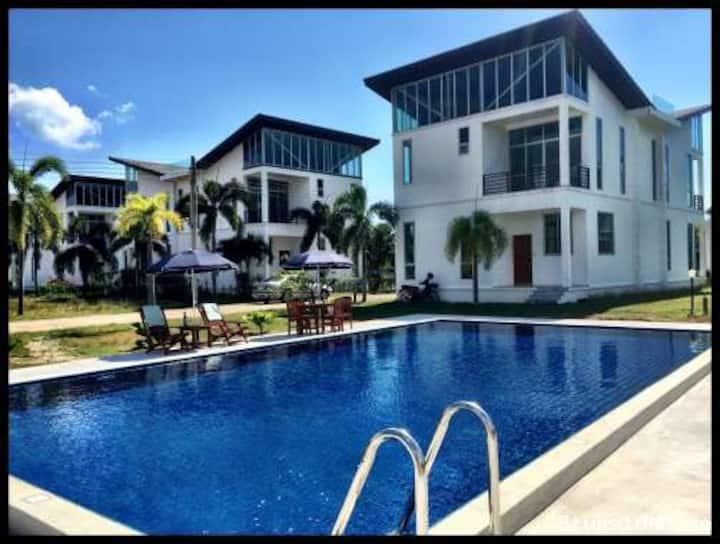 Ray Caribbean Villa I