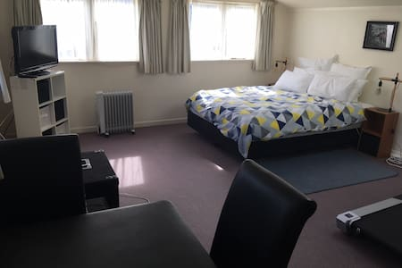 *Pleasantly private & perfectly placed:Lower Hutt* - Lower Hutt - Pis
