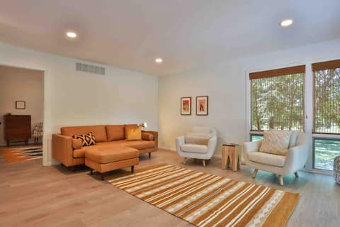 The Plover Home. Stylish 3B, newly remodeled home.