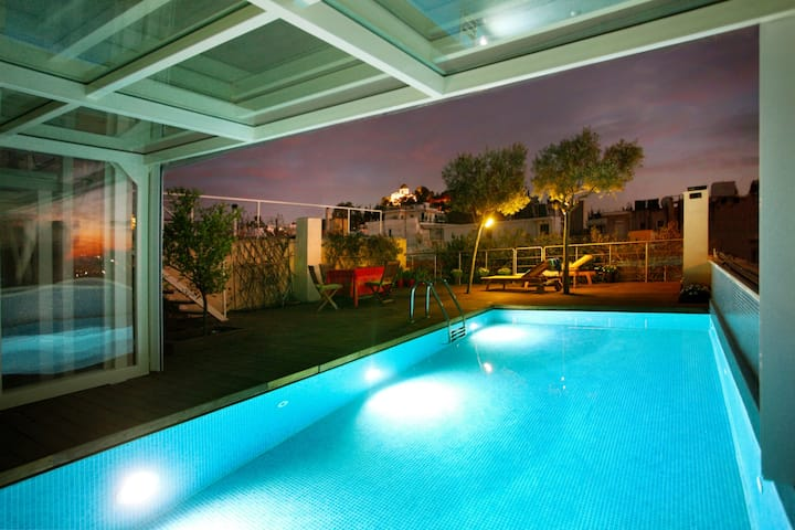 Penthouse Heated Pool/AcropolisView/Ideal Location