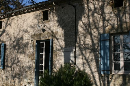 Double Room In Old French Farmhouse - Gensac - Haus