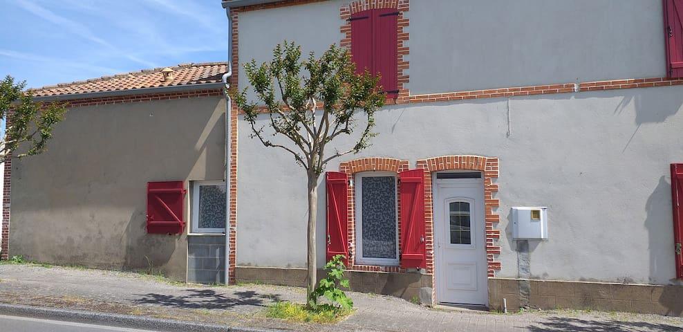 Logement  T1 bis  centre bourg La Garnache