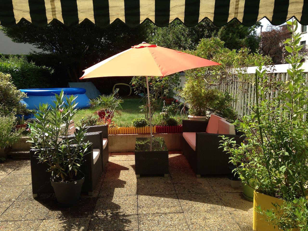150 m2 exterieur jardin & terasse avec une trés belle exposition pour profiter du soleil