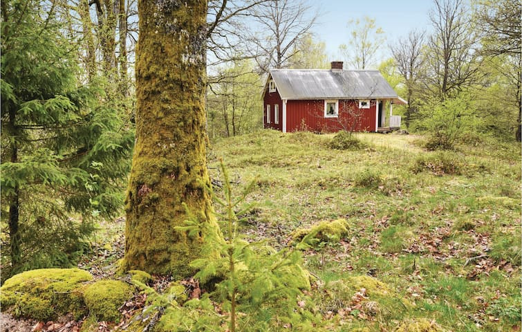 Holiday cottage with 2 bedrooms on 35m² in Sjötofta