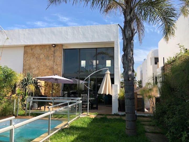 magnifique villa avec piscine a 2min de la plage