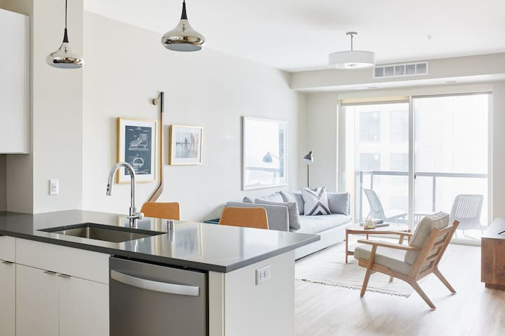 Sonder | East End | Pleasant 1BR + Balcony