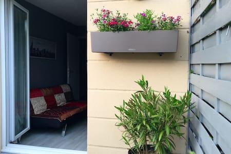 Jolie chambre avec terrasse entre Paris & Giverny - Mantes-la-Ville - Appartement en résidence