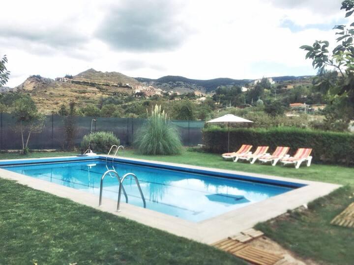 Viguera, La Rioja   Casa con jardín y piscina