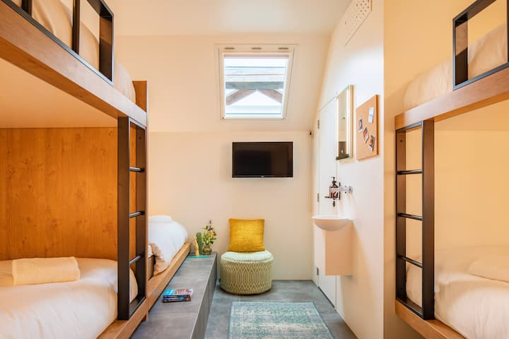 STAY SOCIAL IN OUR BUNK ROOM FOR 5 WITH EN-SUITE