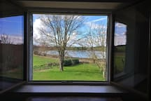 Vue sur le Lac Clair depuis la chambre (hiver 2018).