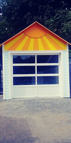 Our sunny little garage.